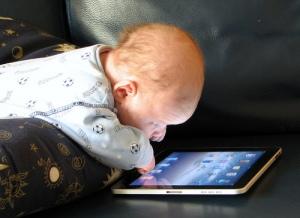 Baby-with-iPad-2