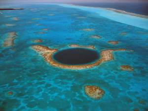 The-Great-Blue-Hole-of-Belize
